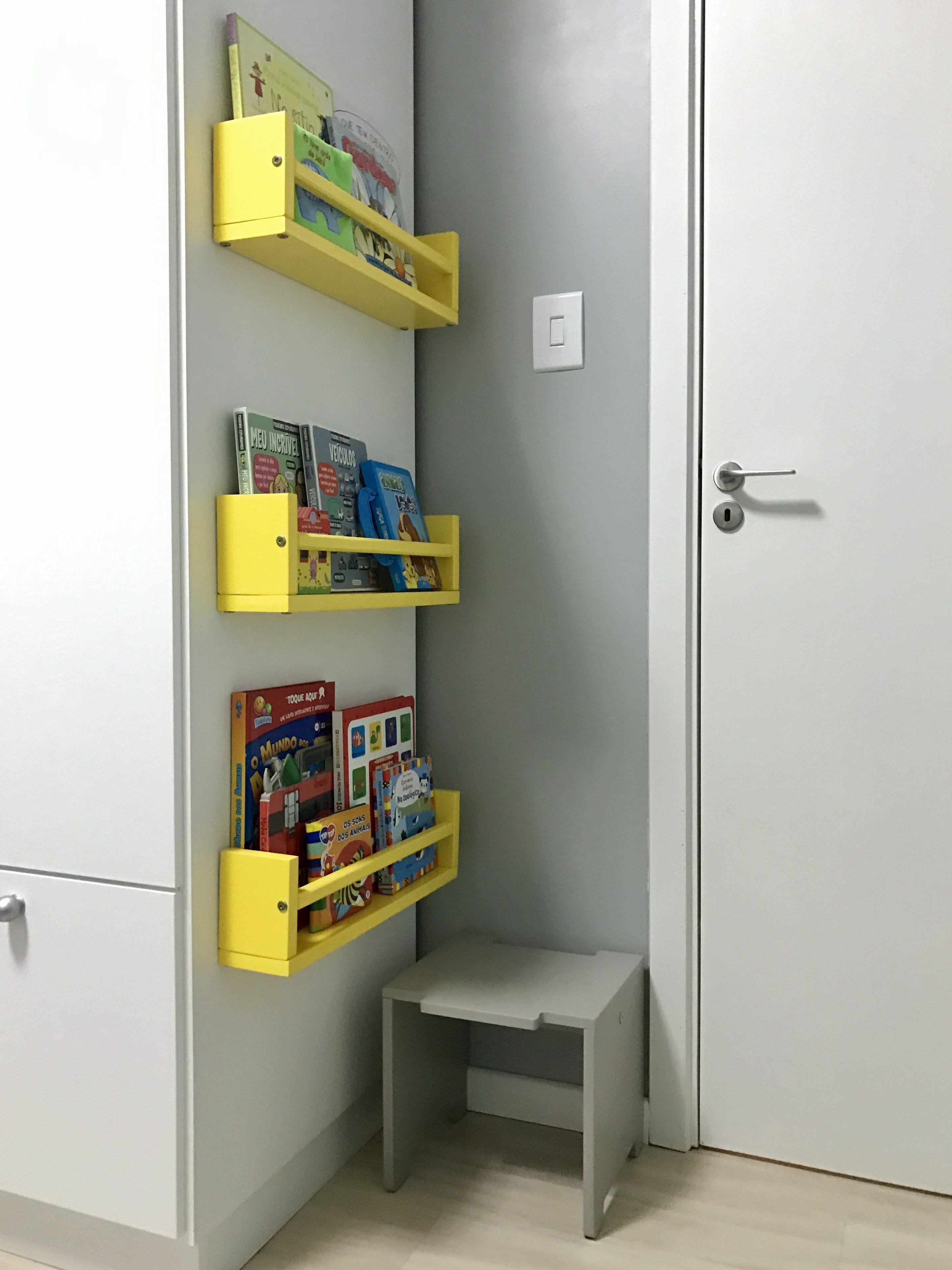 Estantes De Livros Instaladas Ao Lado Do Guarda Roupa Para  ~ Meu Movel De Madeira Cozinha