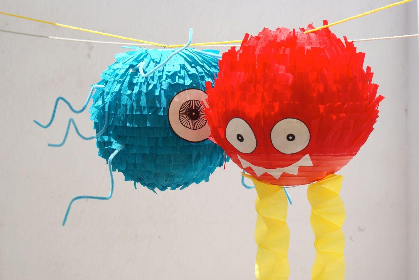 Una vez que comencé a hacer la piñata de Nicolás no pude parar. Pensando en la decoración del salón de fiestas, me inspiré en la piña...