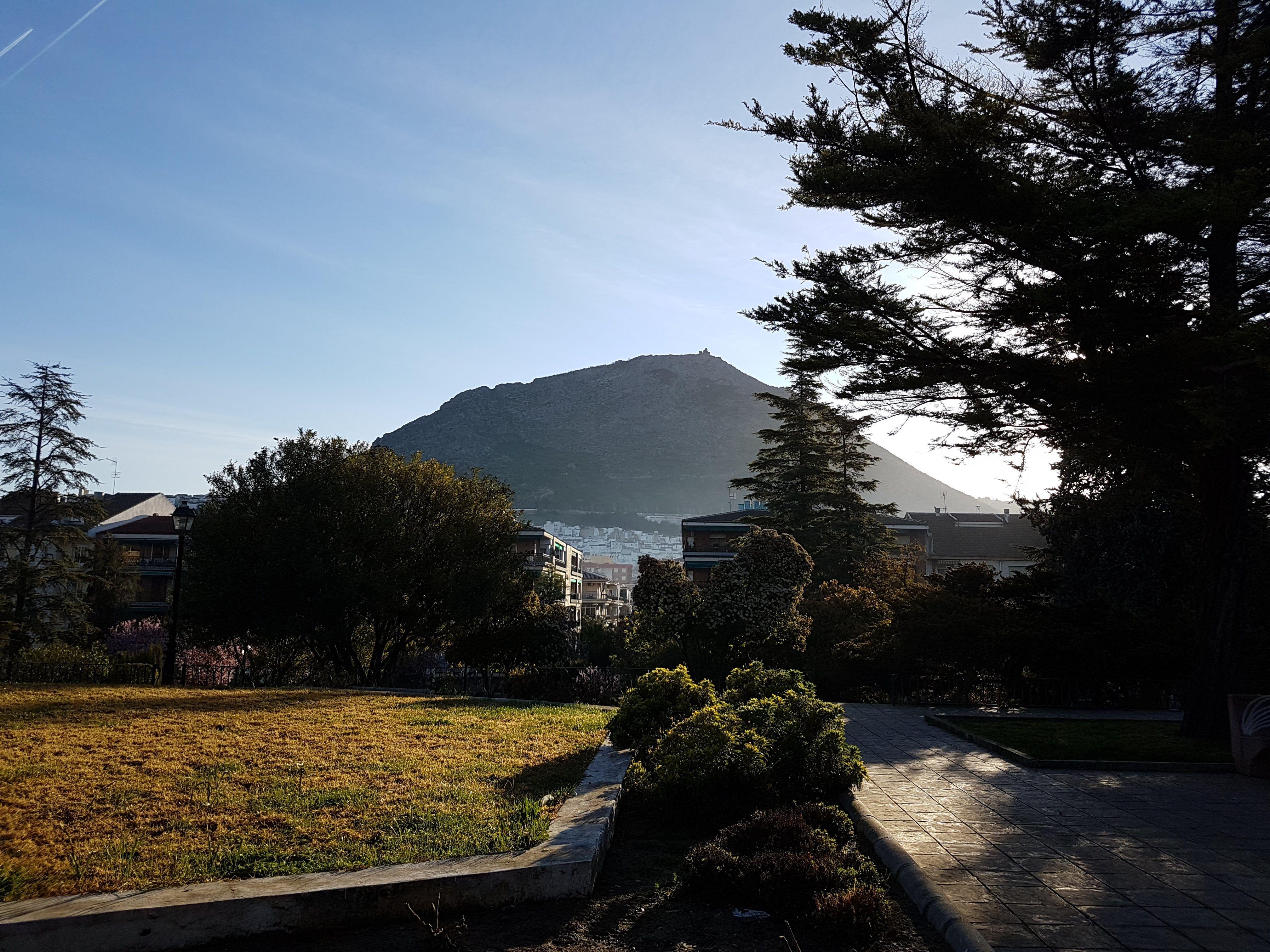 la peña vista desde el parque Manuel Carrasco