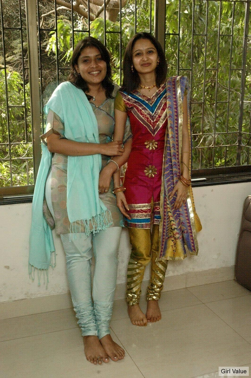 Hot Indian Girls In Leggings Salwar Kameez
