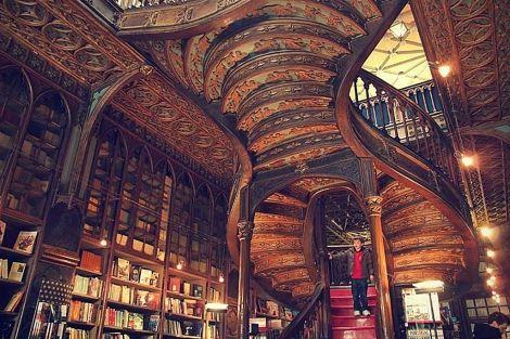 Dos euros por entrar a la librería Lello.