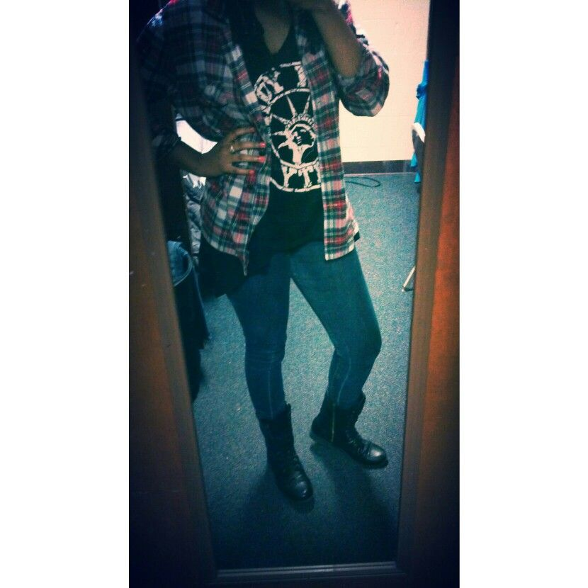 Flannel*Combat boots*Graphic tee