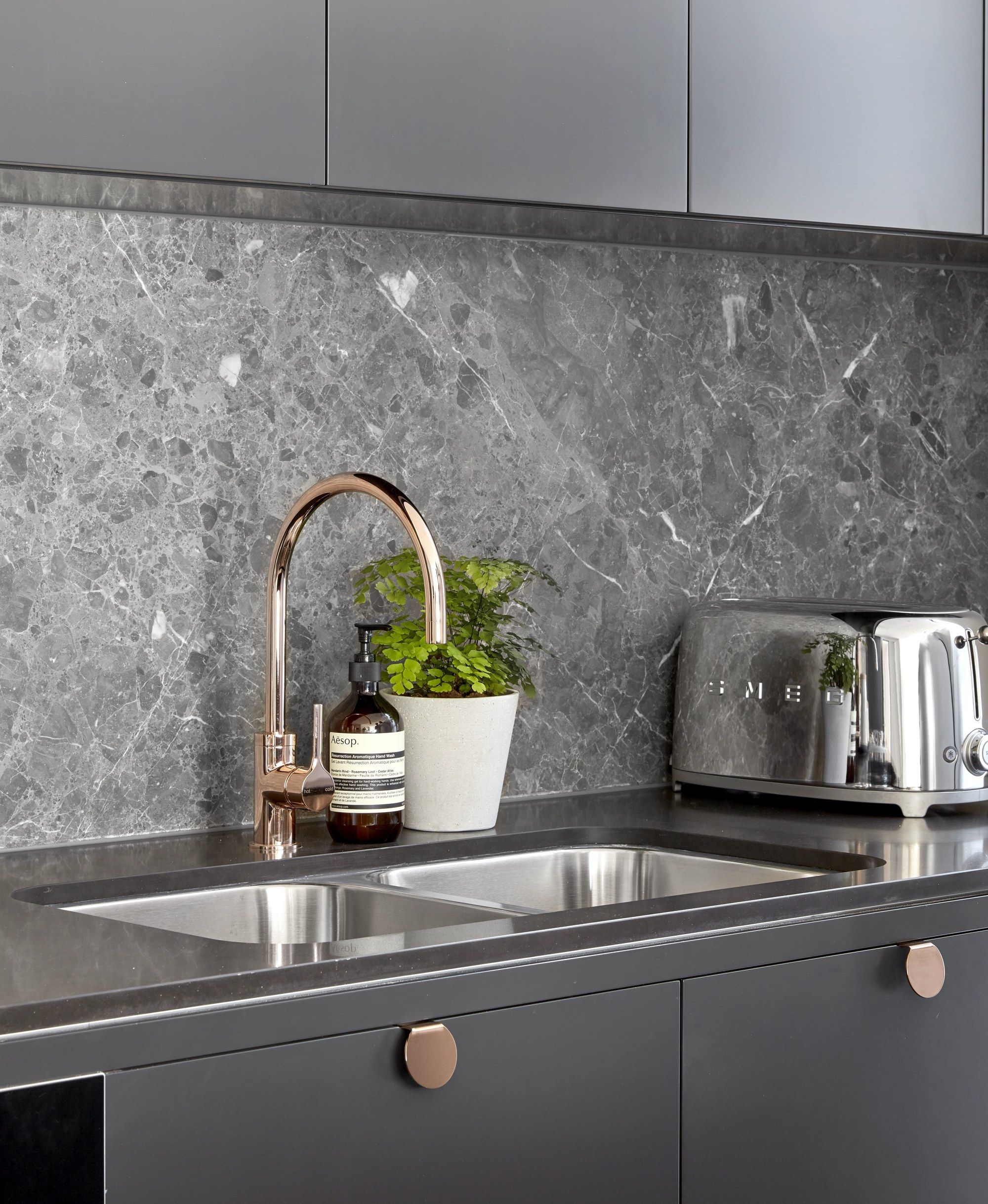 Create a uniquely stylish kitchen by bining soft grey shaker