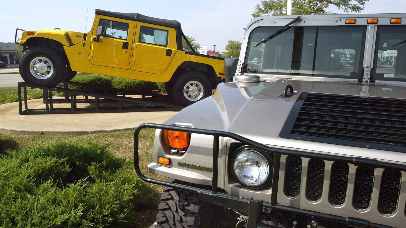 Npr News The Hummer Is Coming Back As An Electric Vehicle Hummer Electric Cars Giant Truck
