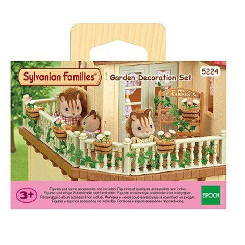 f21cf7ce8830 A Sylvanian Families babaházak soha sincsenek készen, mindig lehet rajtuk  valamit csinosítani. A kerti