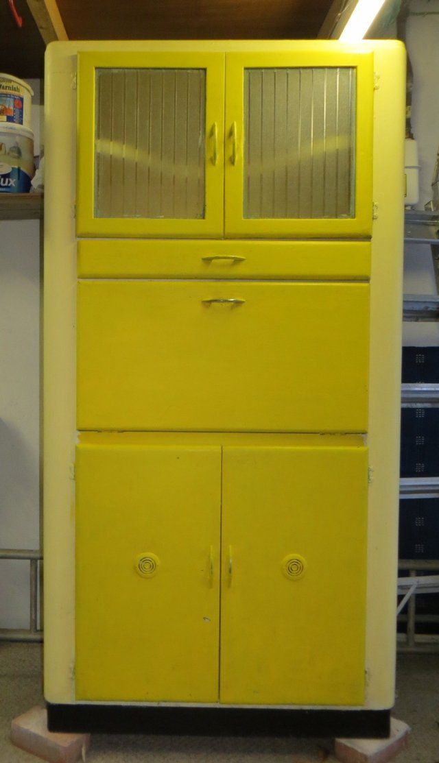 We Re Loving This Cheerful Vintage Kitchen Larder From The 1950s
