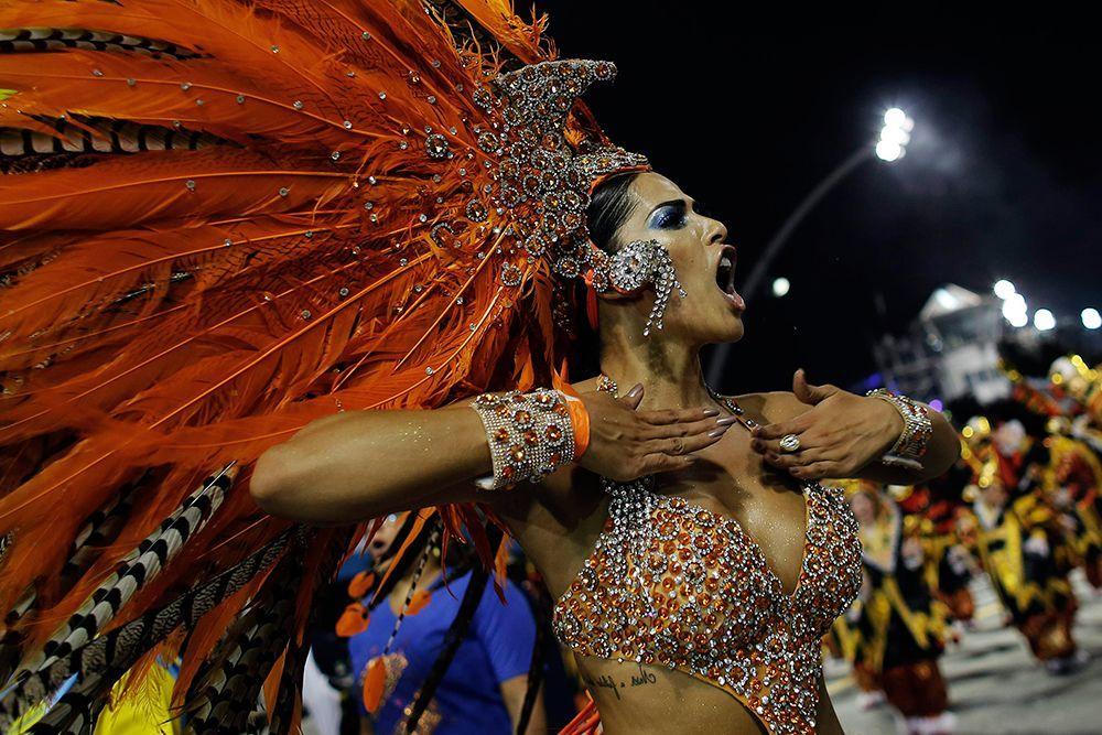 фотографии девушек с карнавала в бразилии лижет