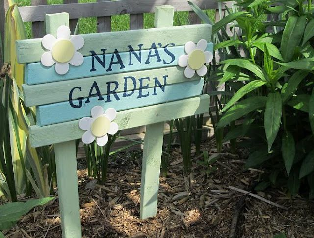 Hand painted DIY Garden sign with tool hooks Garden Inspiration