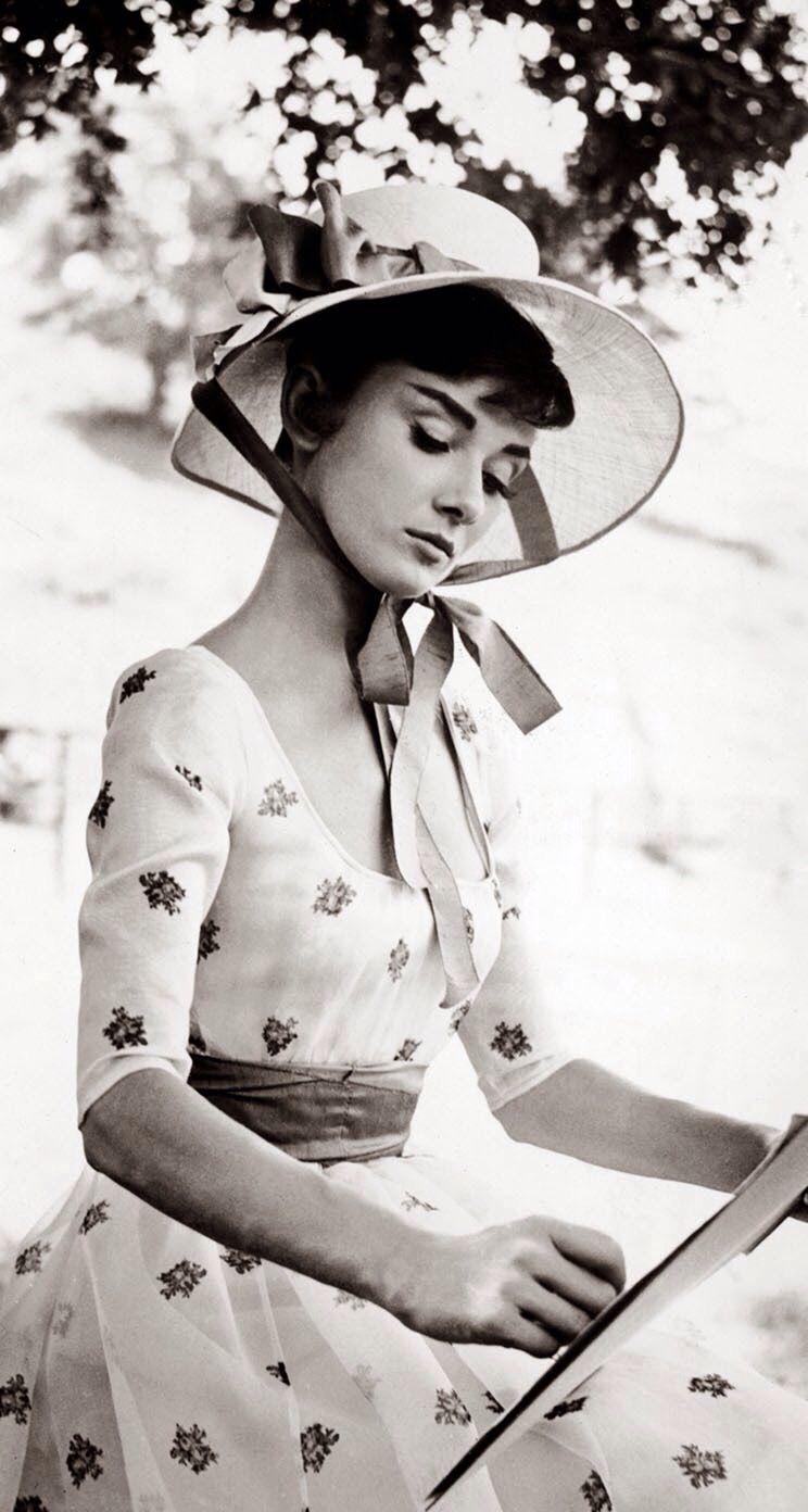 Pin By Ayse Ozturk On Audrey Hepburn Audrey Hepburn Pictures Audrey Hepburn Photos Audrey Hepburn