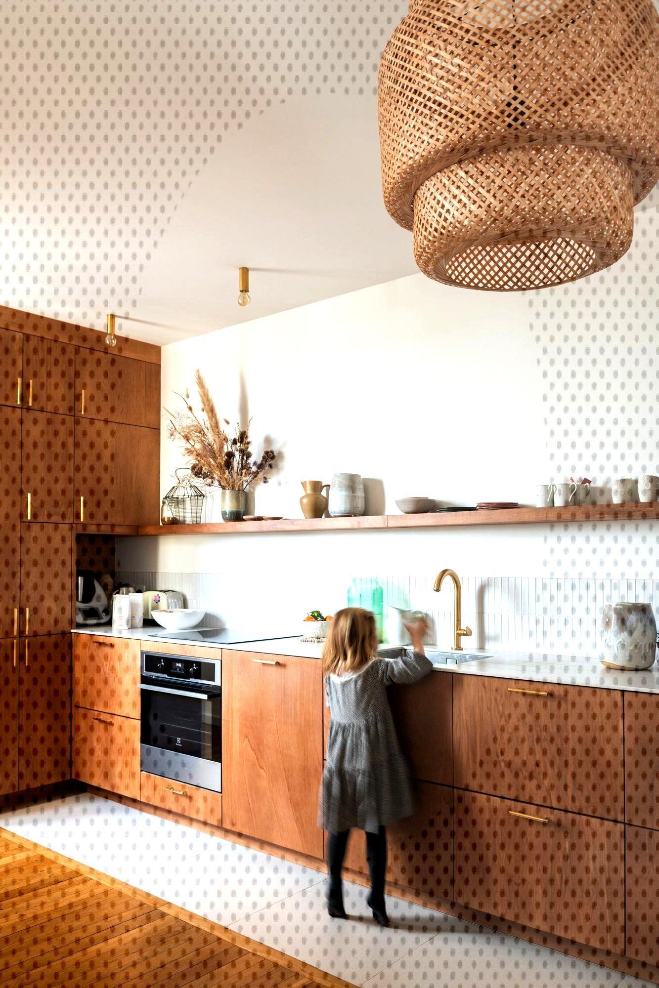 Cuisine en bois et métal doré sur-mesure The Socialite Family   Une cuisine sur-mesure réalisée