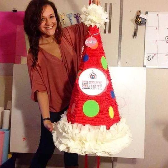 Lista la piñata de la Emma y la Olivia 😍 las cumpleañeras más coloridas de…