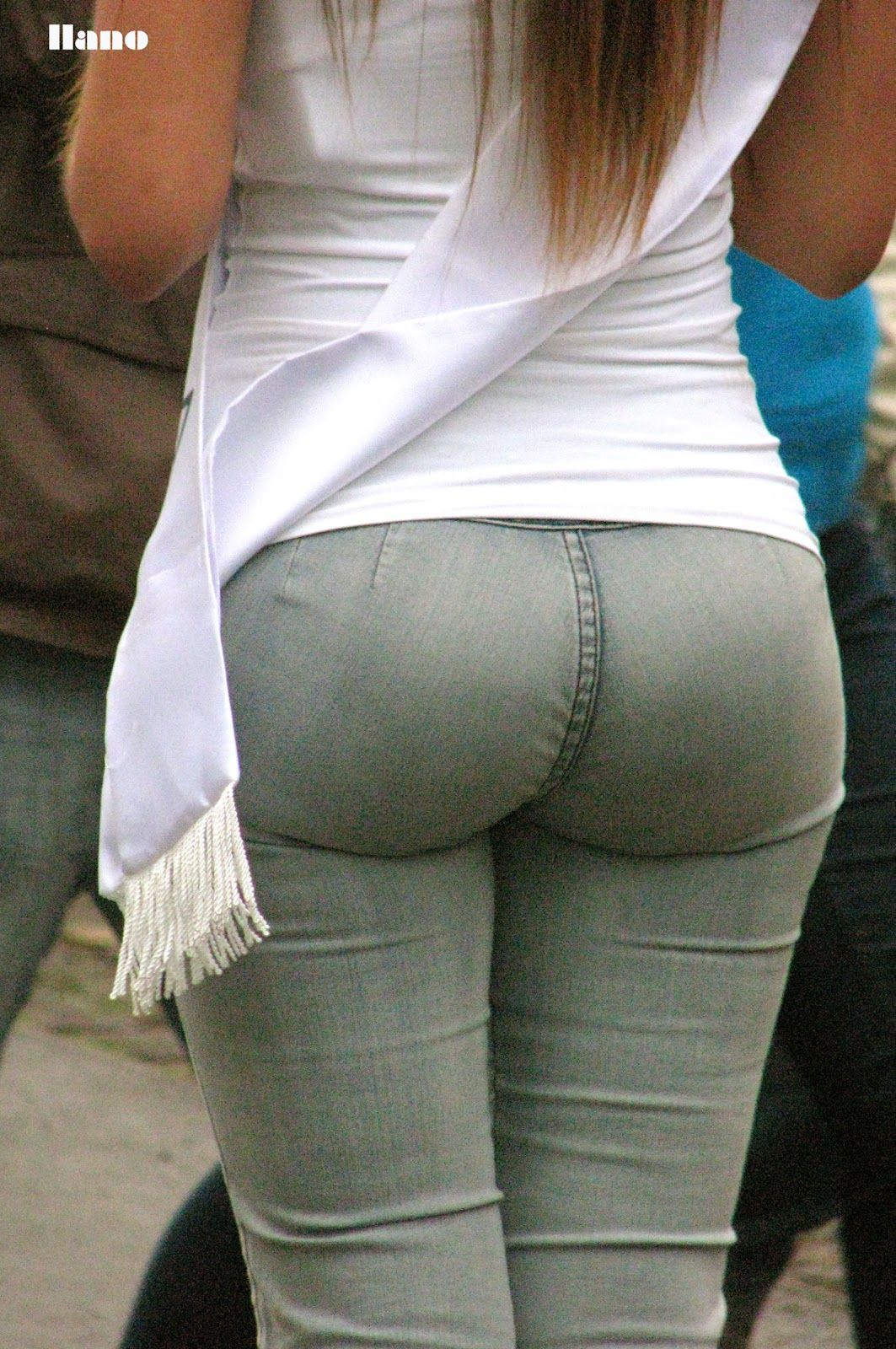 girls jean shorts ass | divine butts - voyeur blog: round perfect