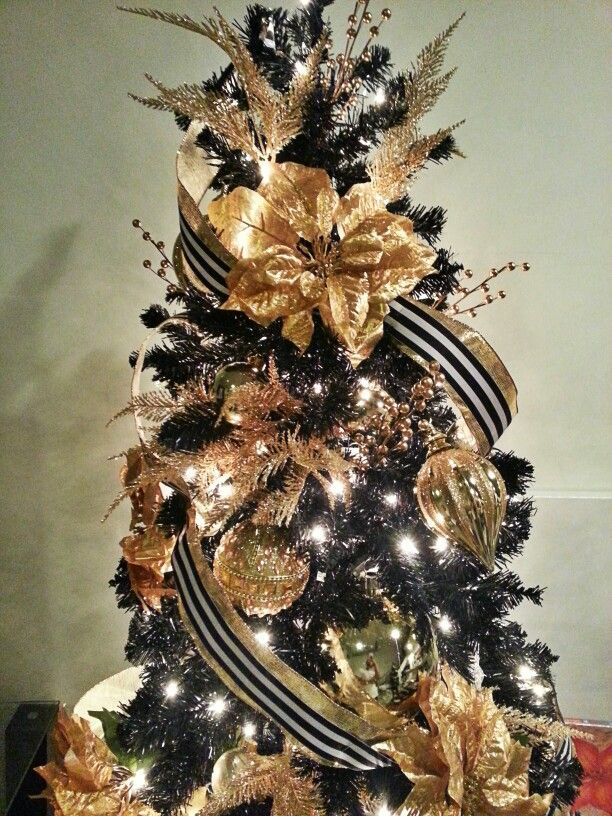 Elegant black and gold christmas tree blackchristmastree for White and gold tree decorations
