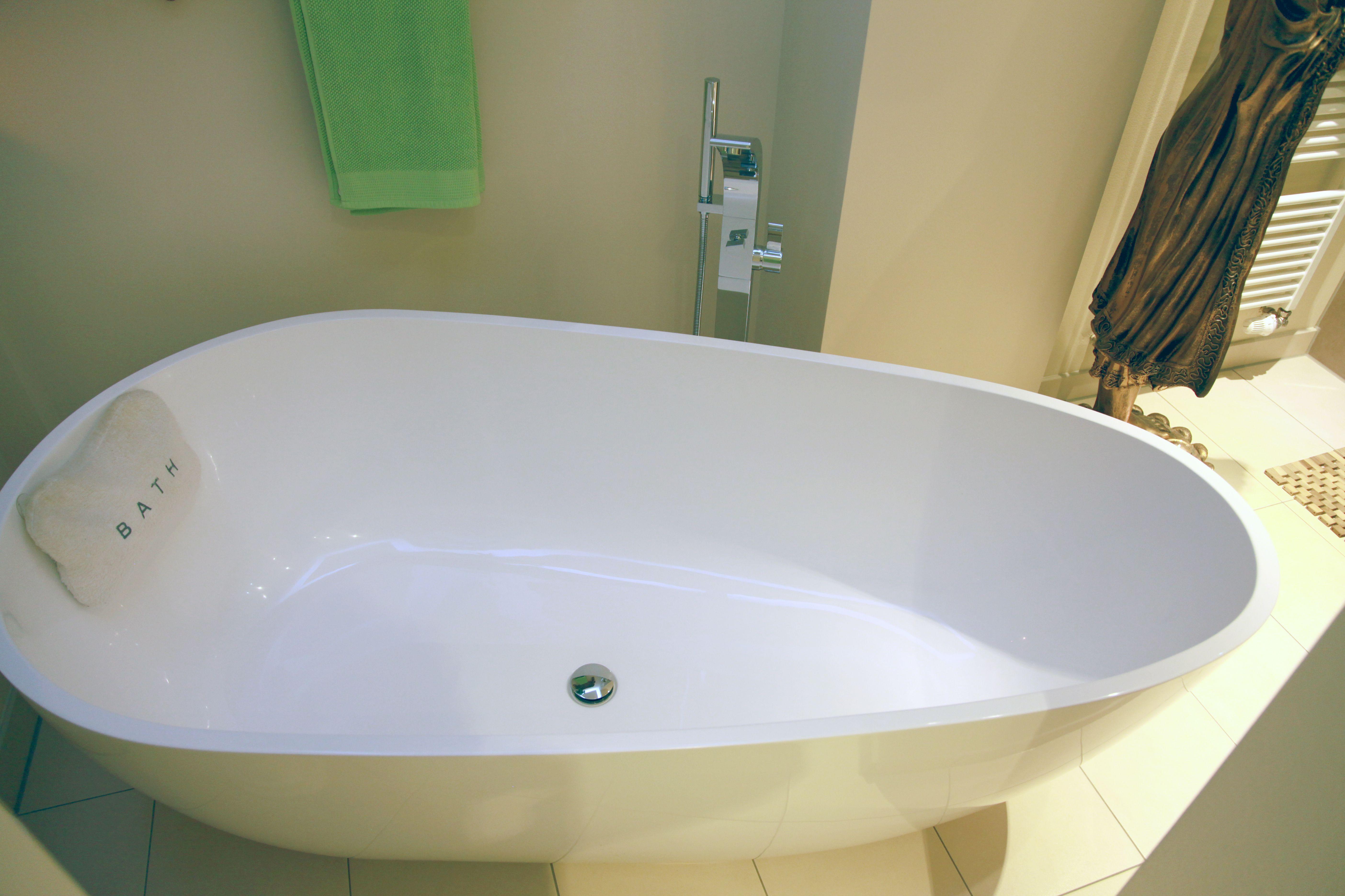 freistehende Badewanne Mineralguss BW-01 L glänzend   Referenzbilder ...
