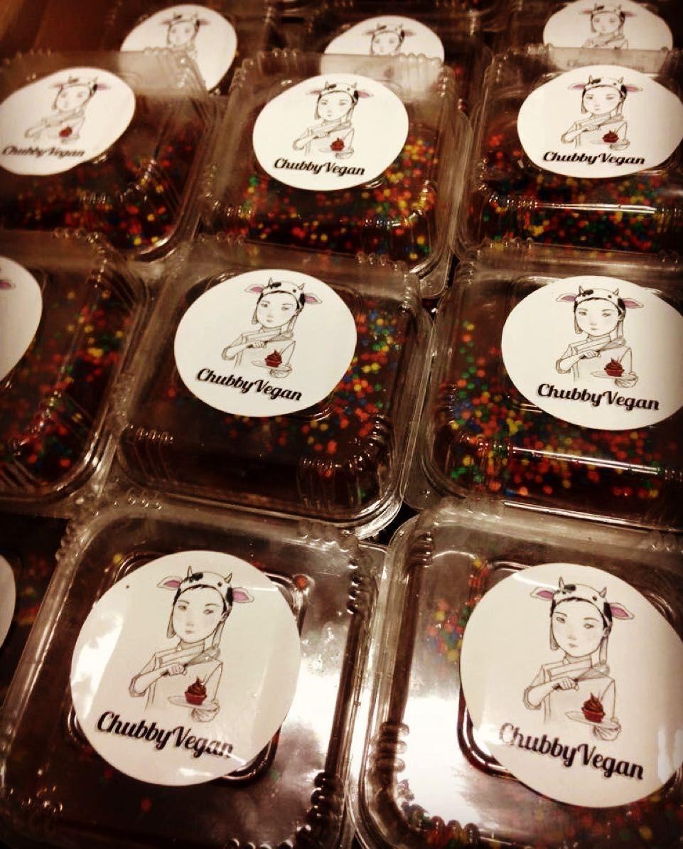 Pavês de maracujá com chocolate para alegrar algumas crianças  #vegan #chubbyvegan by chubbyvegan