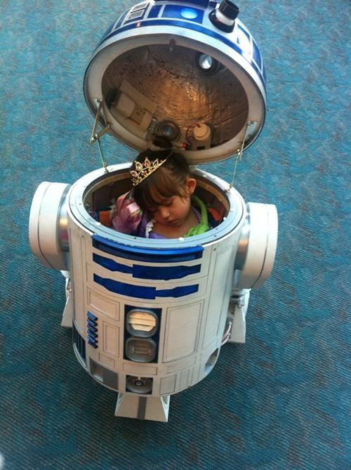 Eu sempre soube que no fundo, no fundo, o R2D2, tinha a alma de uma menininha.