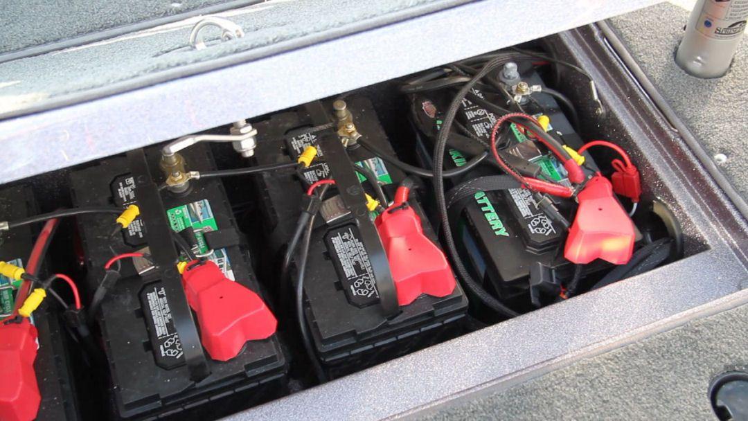 e0cc4fed0c00edfac4138186de5e597c ranger 621vs the battery compartment, in the center of the