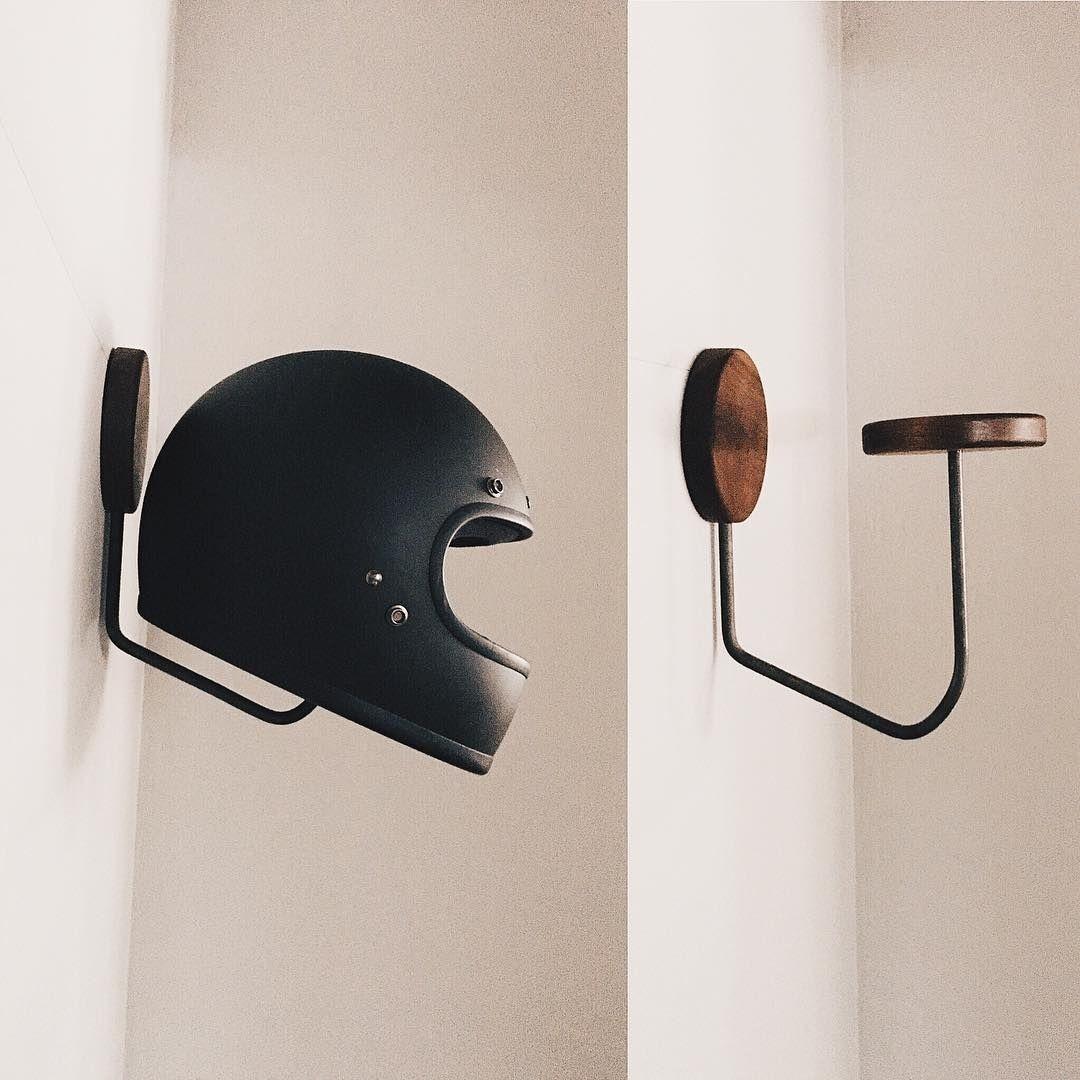 Epingle Par Steve Clark Sur Cafe Racer Idees Pour La Maison Deco Garage Porte Casque Moto
