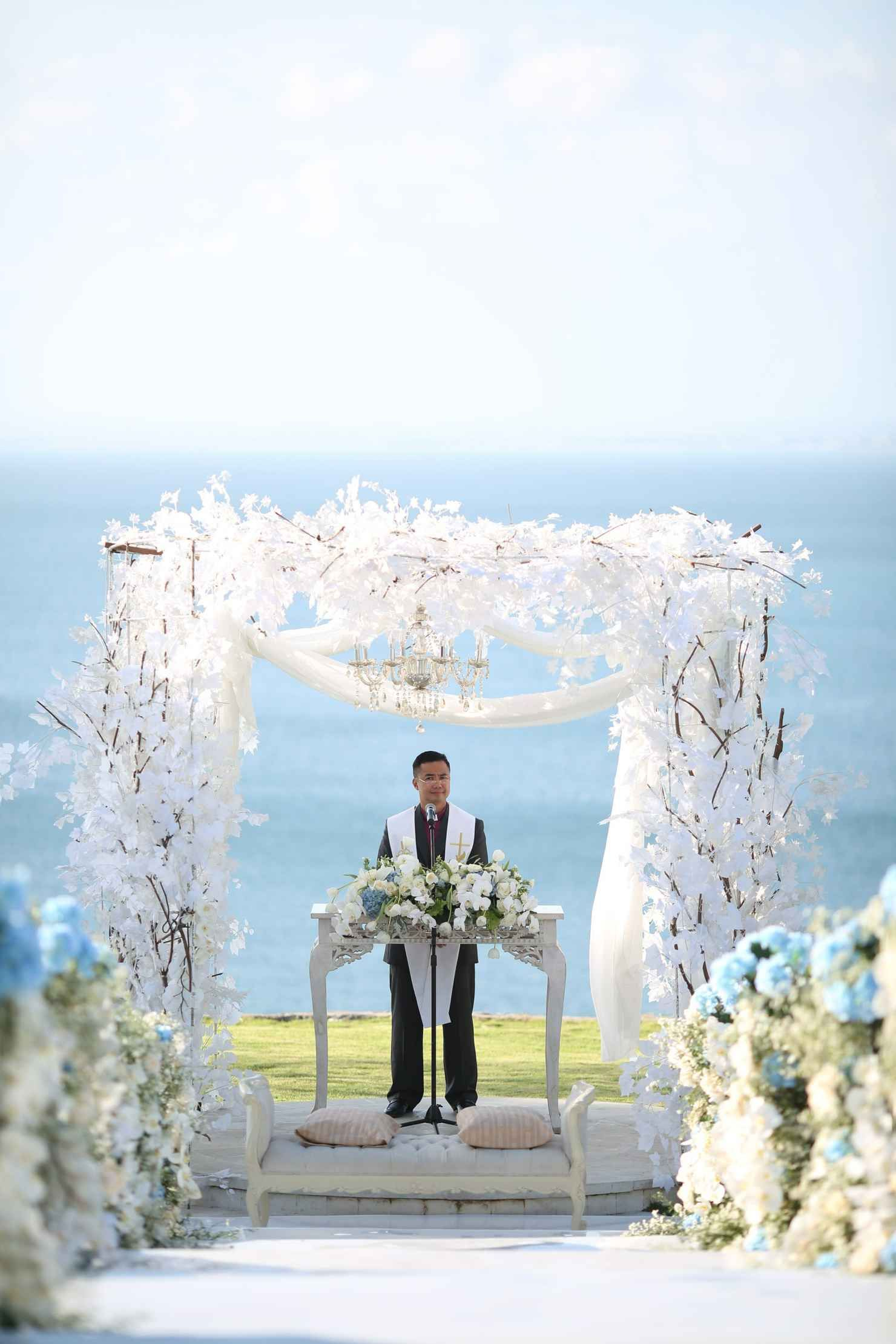 Exclusive Wedding At The Sky Venue With Ocean Views Ayana Resort And Spa Bali Package Jimbaran