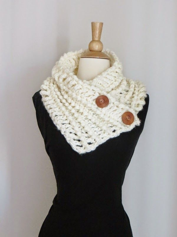 Diana Buttoned Cowl,Free Chunky Cowl Crochet Pattern (Crochet Dreamz)
