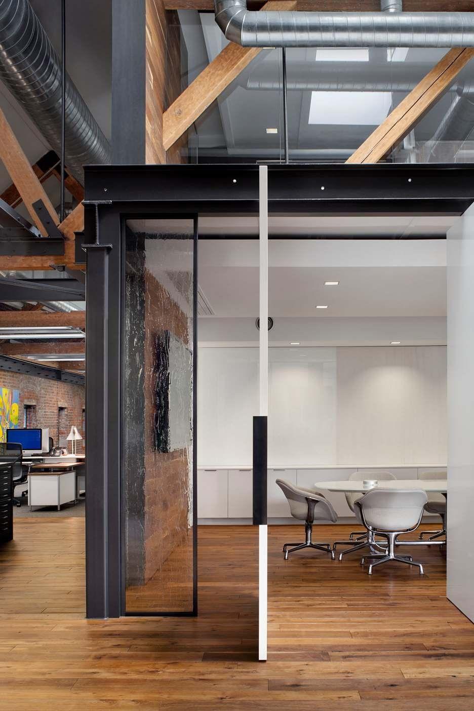 Wunderbares Lagerhaus: Büroflächen, die ursprünglich ein Lagerhaus ...