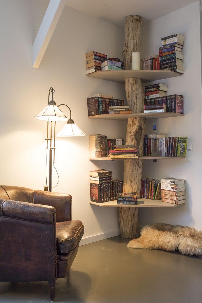 Boekenkast of gewone kast van boomstam