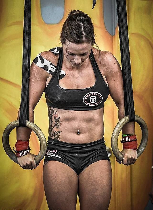 Danielle Lee At Verve Life We Admire The Strength Crossfitters Exhibit Strong In Body And Mind Let Crossfit Photography Crossfit Girls Crossfit Motivation