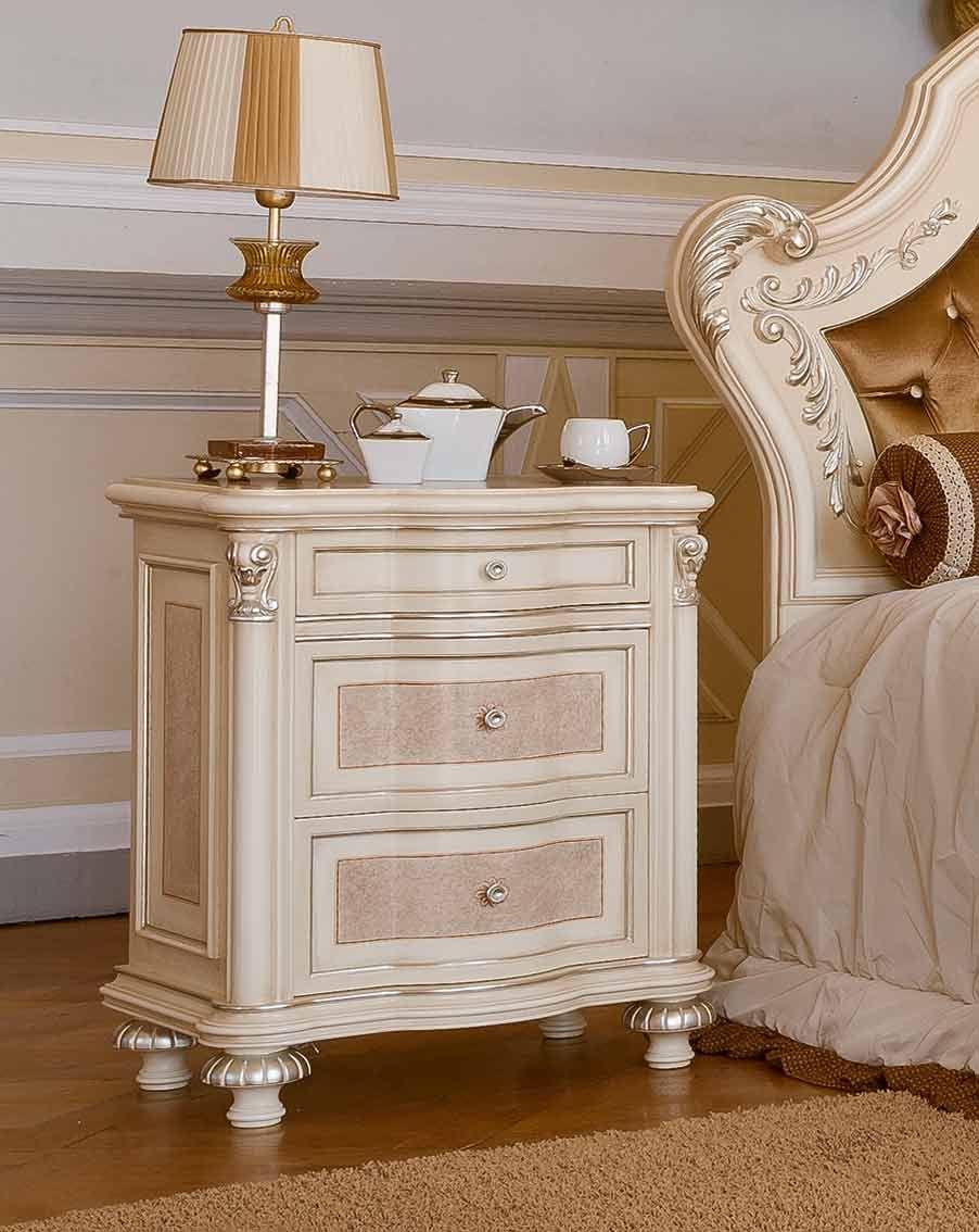 Comodino mobili per la zona notte classica e di lusso in for Mobili zona notte