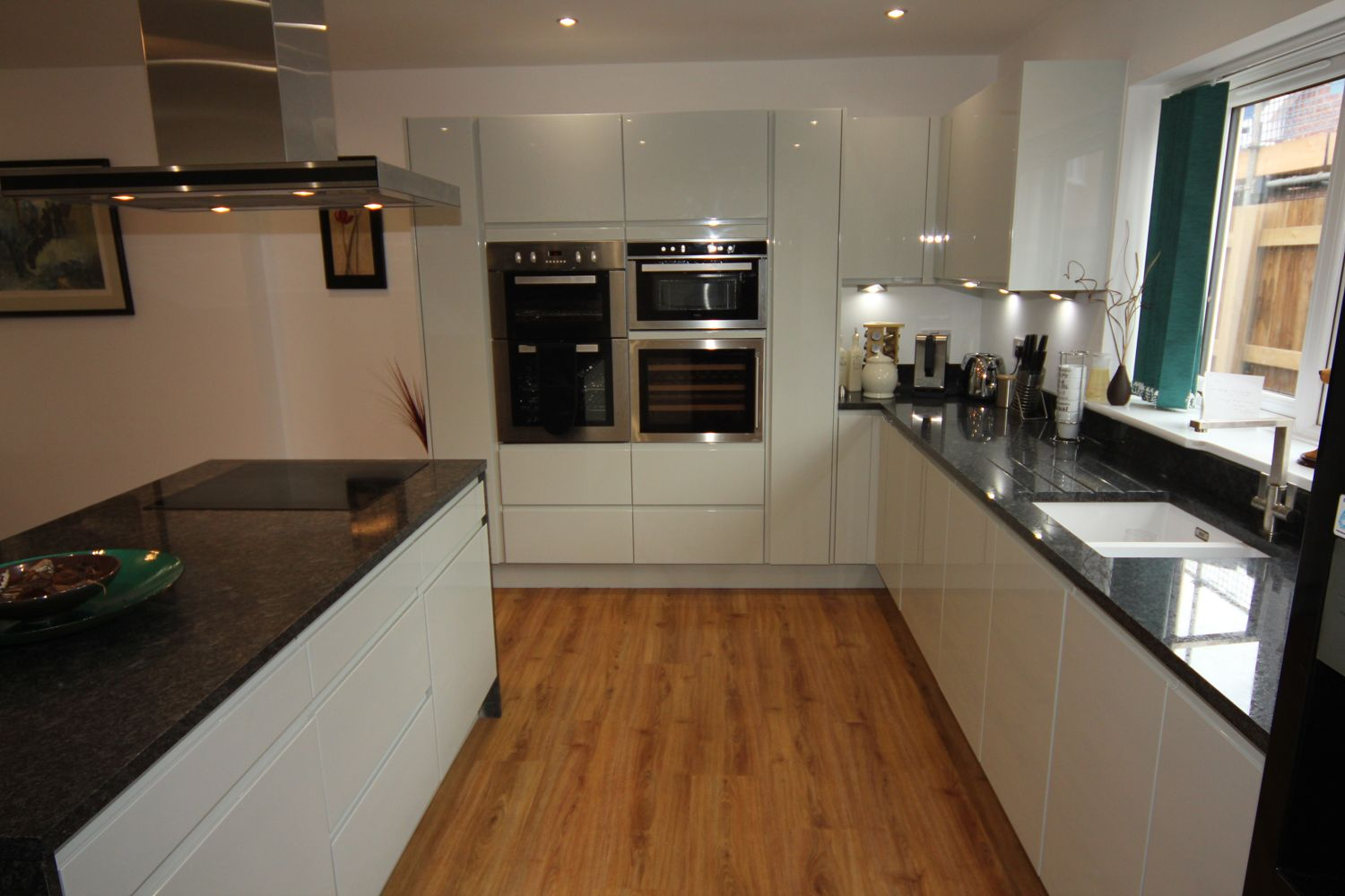 White Gloss Kitchen with Black Granite Worktops, Worcester - Diamond on black with white drawers, black with white doors, black with white kitchen floor,