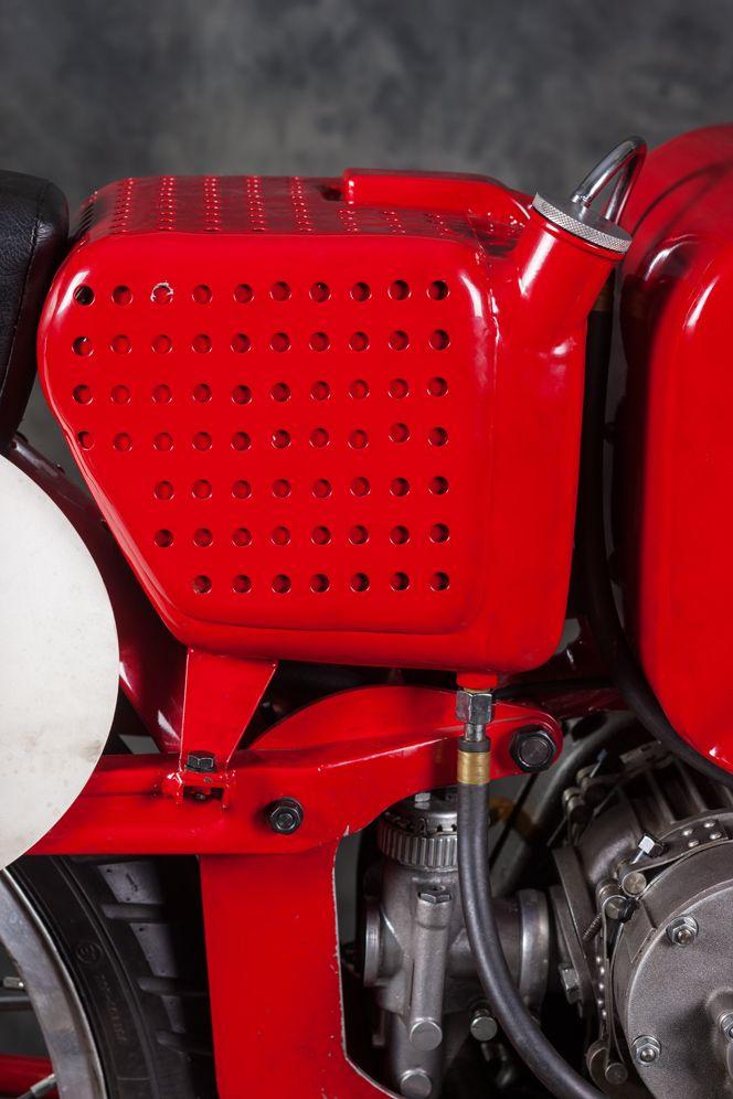 Moto Guzzi 250 Compressore: i record di una maggiorenne | Italian Ways