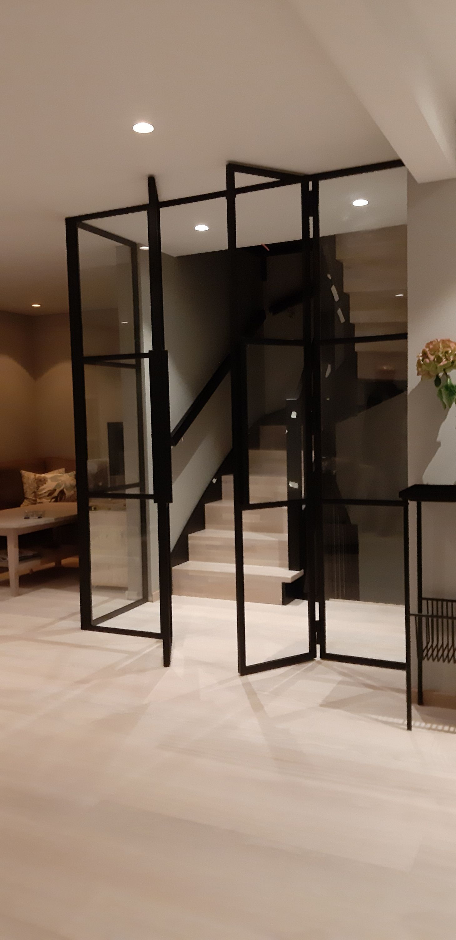 Double french doors wifht fixed sidefields and corner soluti…