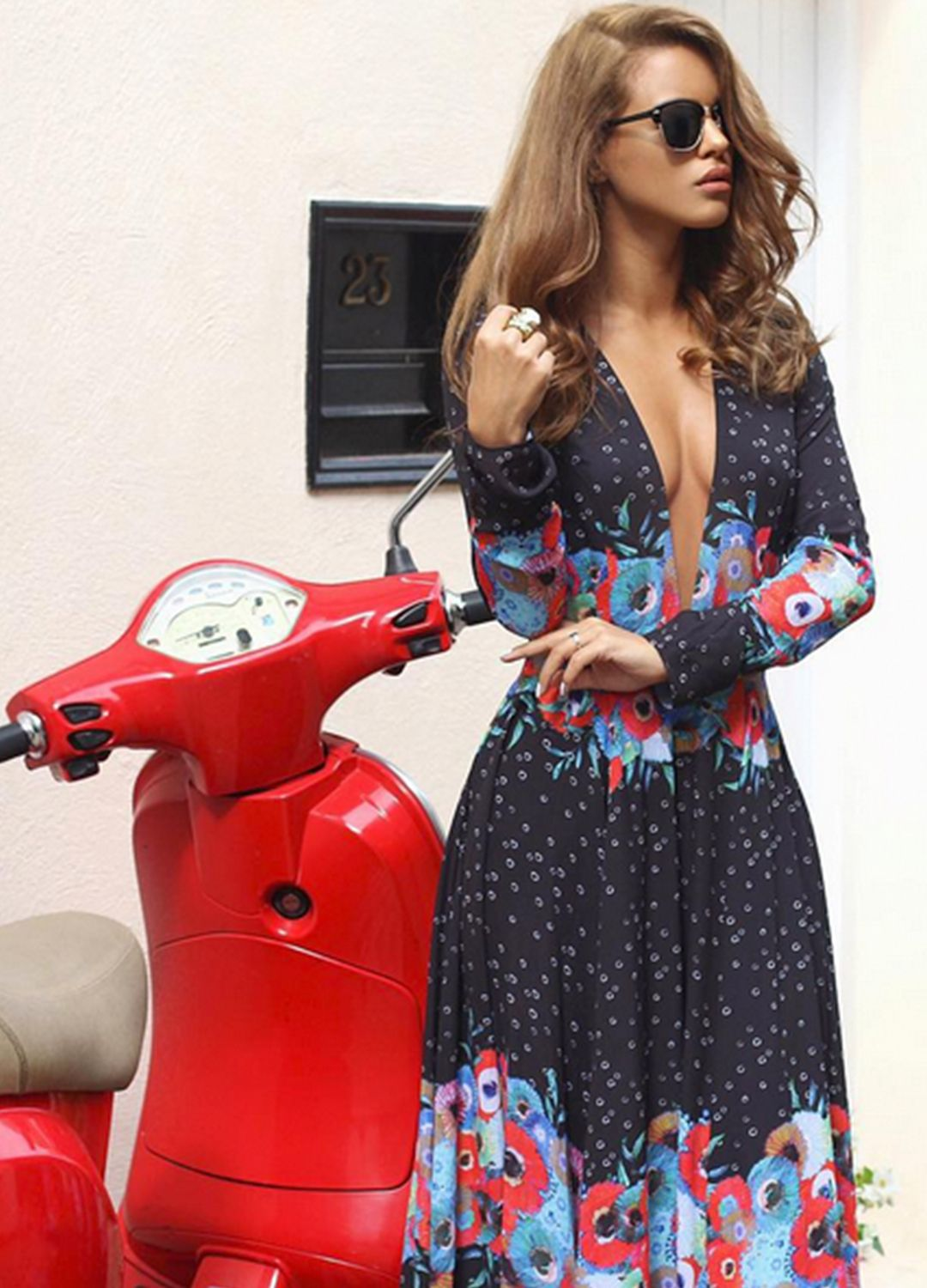 #FameBabe Nada Adelle in the About You dress