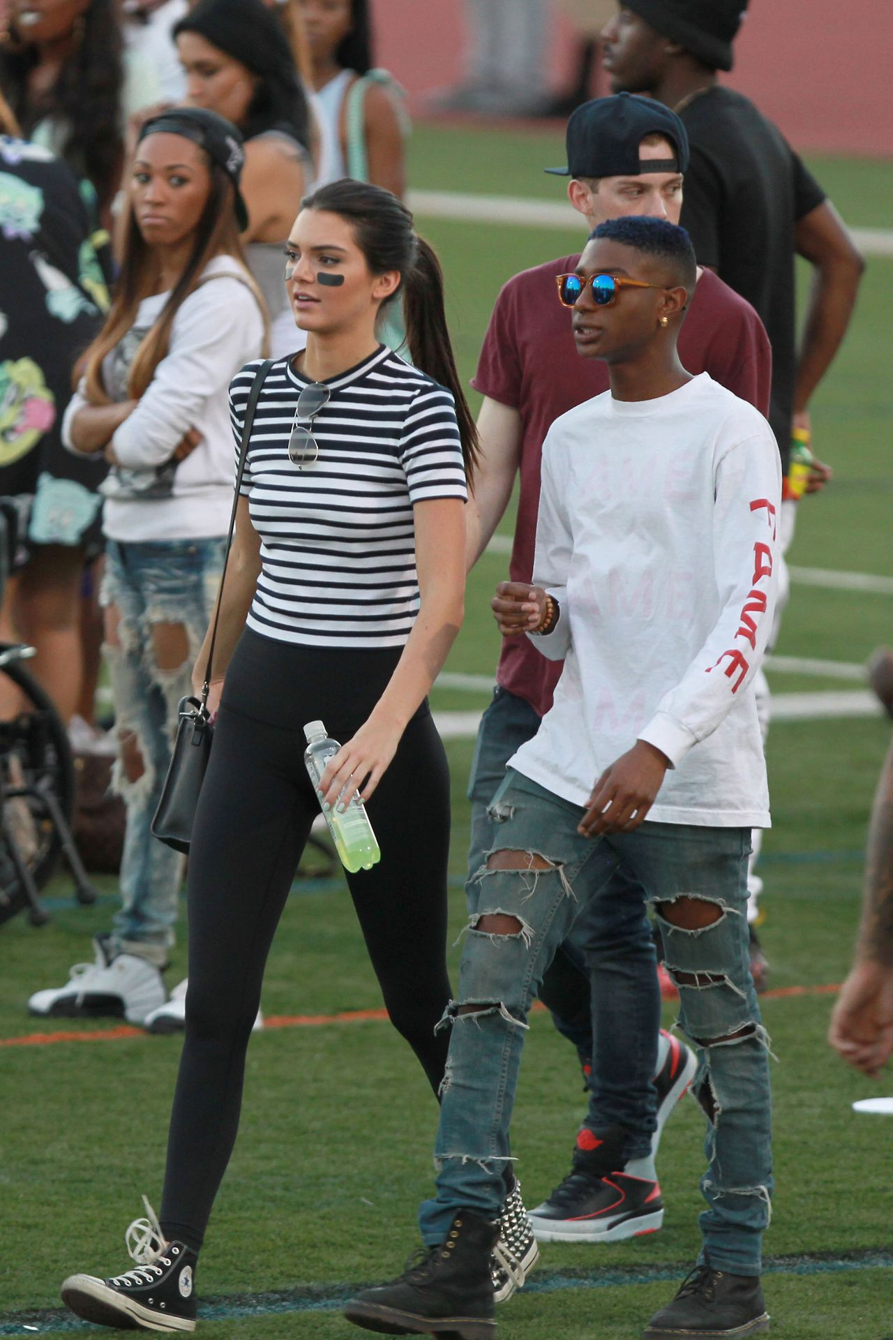 August 16 Kendall At The Celebrity Flag Football Game Hqs Jenner Girls Kendall And Kylie Jenner Kendall Jenner
