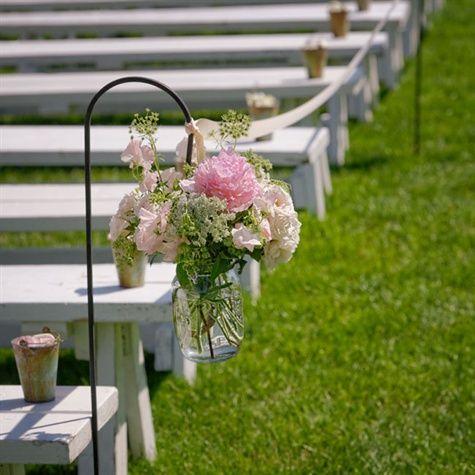 Die besten 25 hochzeit gang markierung ideen auf pinterest pew marker hochzeitszeremonie - Gartenfeier deko ...