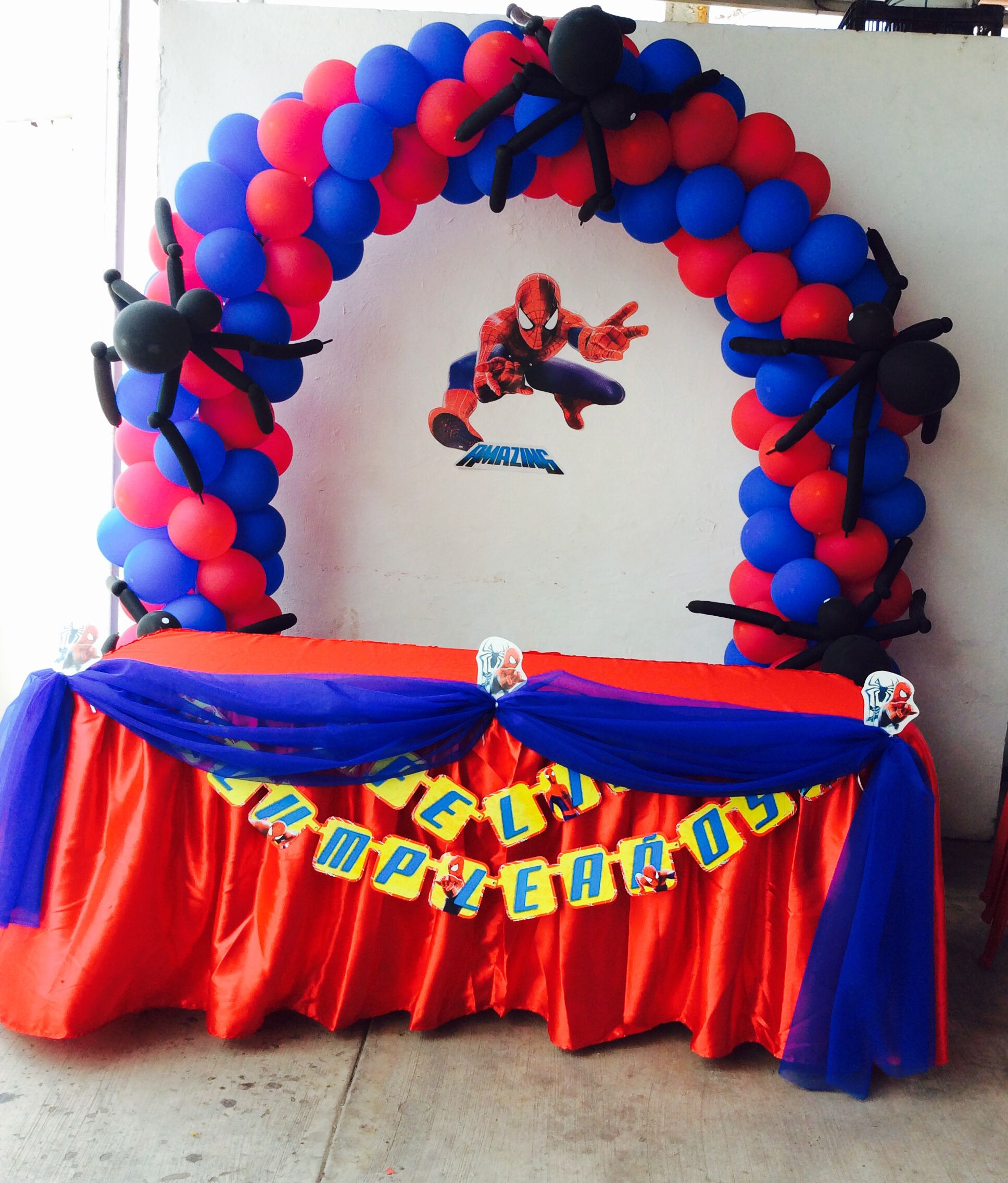 Mesa principal decorada spiderman decoraci n eventos for Decoracion pared infantil