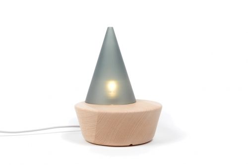 I Miss Swan, design par François Mangeol. Le cône mobile permet de venir tamiser