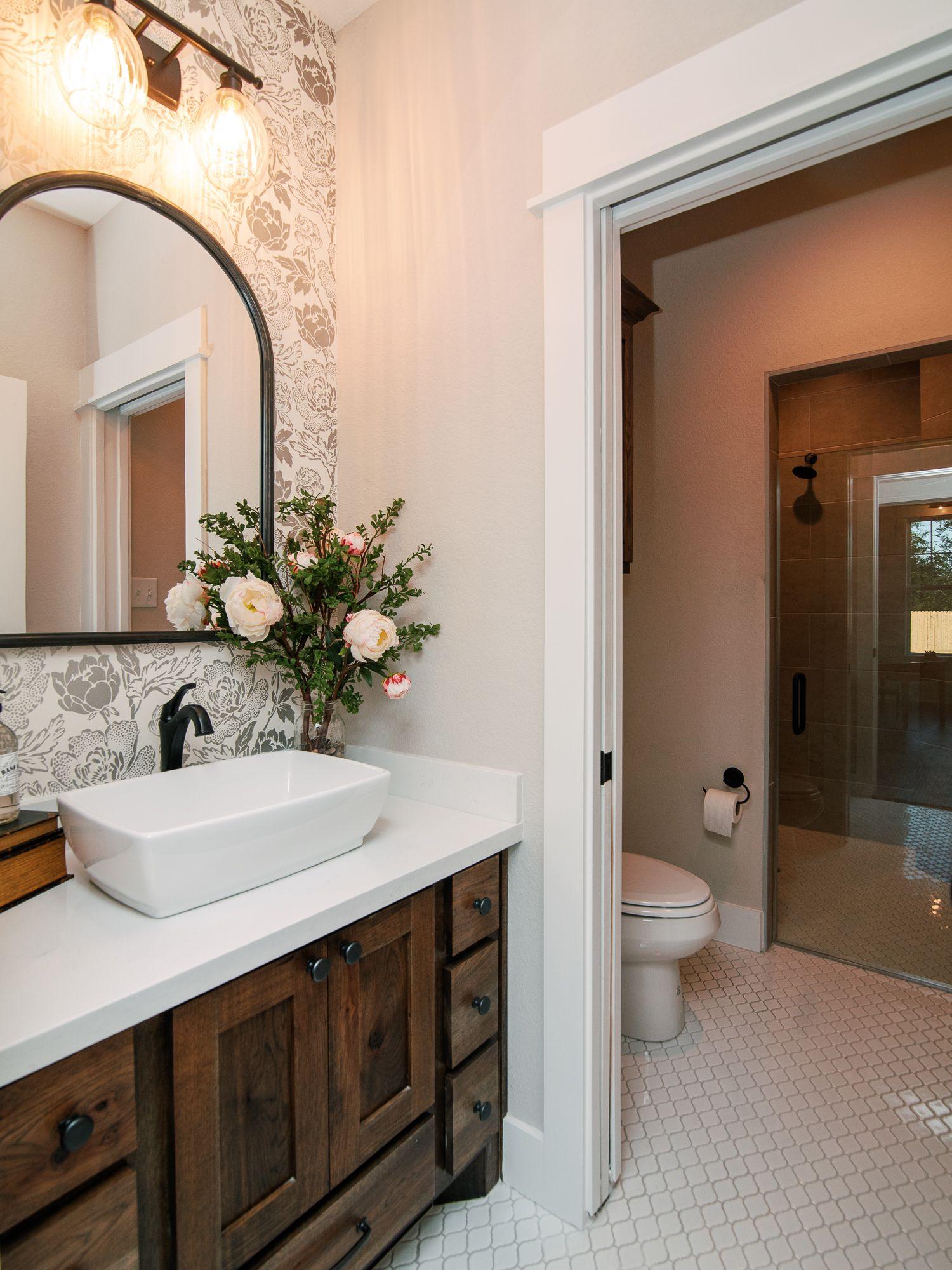 Floral wallpaper in guest bathroom | Bathroom inspiration ...