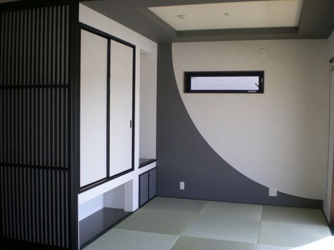 折り上げ天井と クロスの貼り分けで個性的に仕上がったモダンな和室