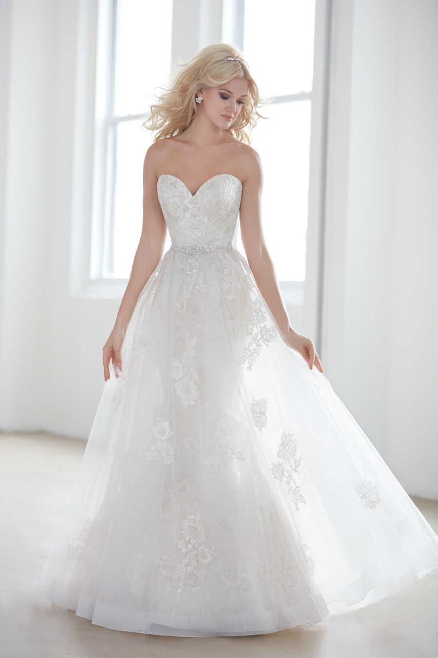 Wedding gown alert see the style that are about to take over your