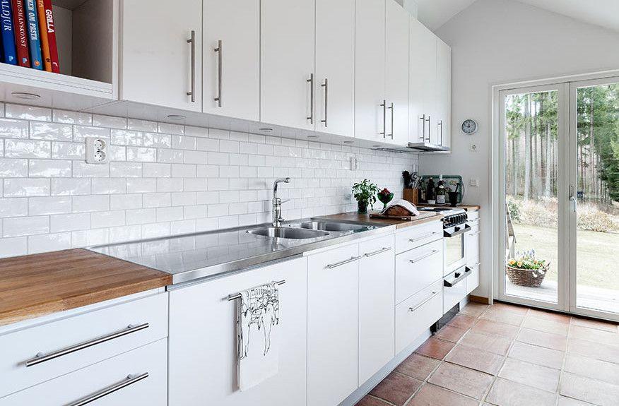 Backsplash Tile Images Everything Tuscany White Tile Kitchen Backsplash White Kitchen Interior Design White Kitchen Tiles