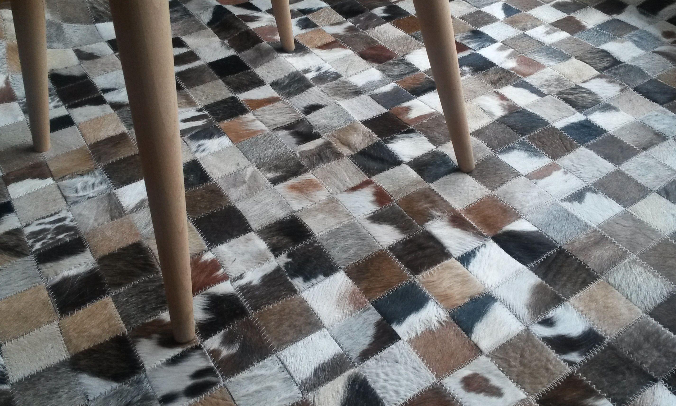 Alfombra patchwork en cuero de vaca con pelo tapetes for Alfombras de cuero