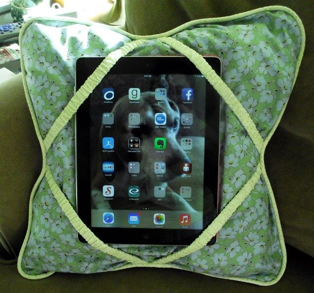 The iPad Pillow – Another Tutorial for My Favorite Gadget - Thrift Store Crafter