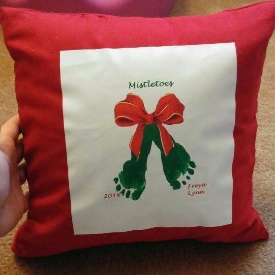 Mistletoe Footprint Pillow Christmas tinker for children mistleTOES! #mistletoes...