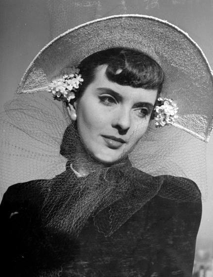 An eye-catchingly bold spring hat, 1941. #vintage #1940s #hats