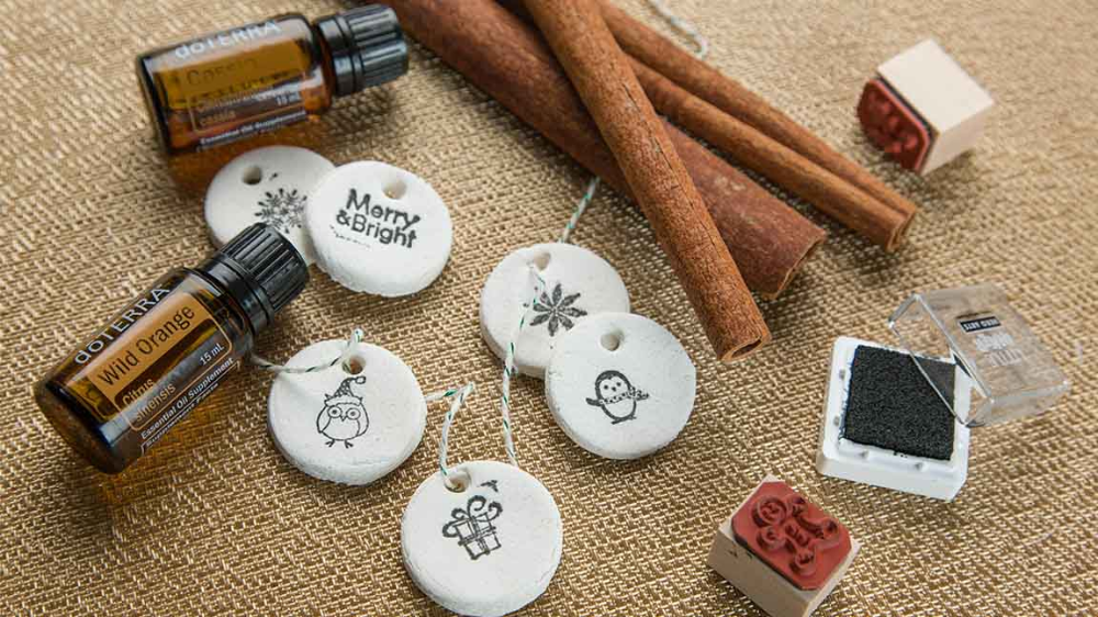 DIY: Aromatherapy Salt Dough Ornaments DIY | dōTERRA Essential Oils #saltdoughornaments