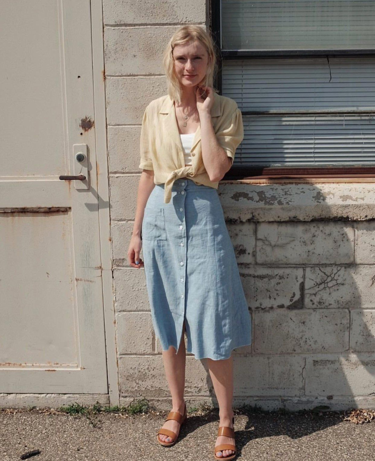 Classic And Feminine Midi Skirt Outfit Vintage Skirt Outfit A Line Skirt Outfits Skirt Outfits Summer