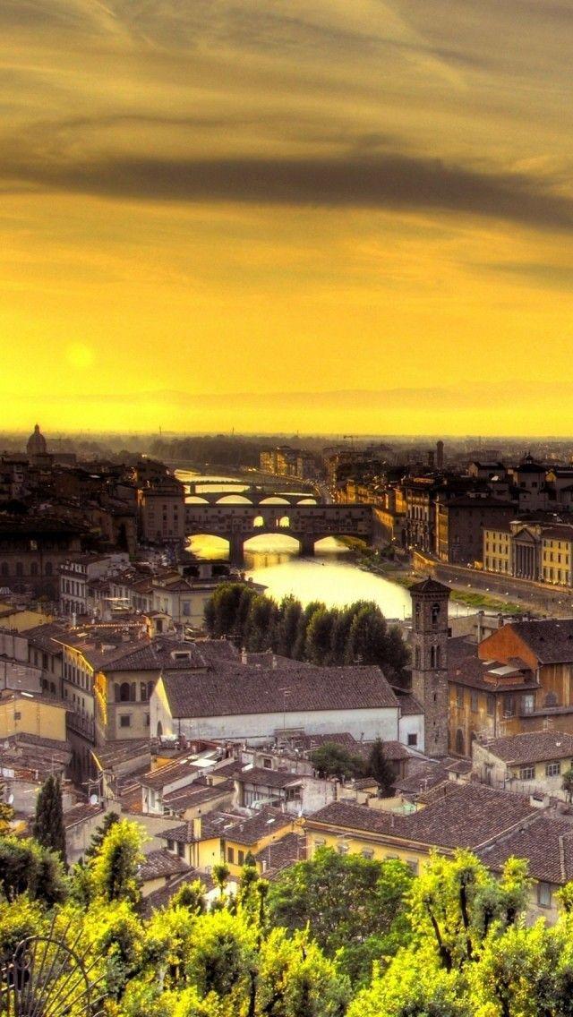 Morgenstimmung in Florenz.  GERAUBTES GLÜCK eine spannende Familiengeschichte, die sich in Florenz und in den Abruzzen abspielt. Schau doch mal rein bei : http://www.epubli.de/shop/buch/Geraubtes-Gl%C3%BCck-Claudia-Di-Iorio-Meier-9783844298550/38064