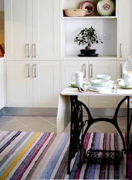 Country kitchen by Oficina Preconceito