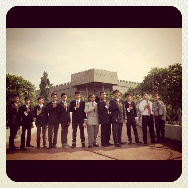 #LE91T #photograph #tuxedo #royalgardenparty #keprajuritanmuseum - @ichsanfathan- #webstagram