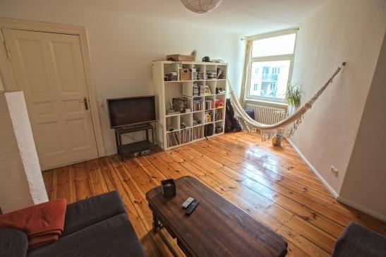 WohnzimmerEinrichtung mit entspannter Hängematten